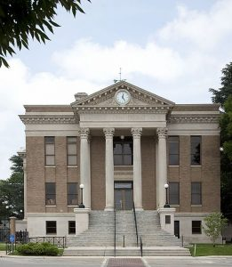 500px-Limestone_County_Courthouse_Athens_Alabama_01-261x300